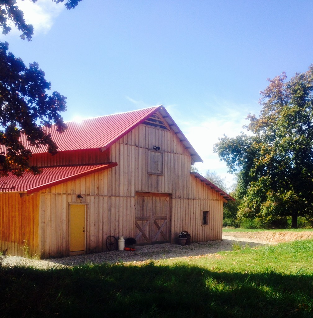 Holland Barn Venue - Highfill Arkansas - Rustic Wedding Guide