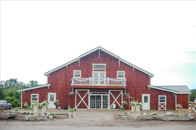 Bessie's Barn - Centerville Iowa - Rustic Wedding Guide