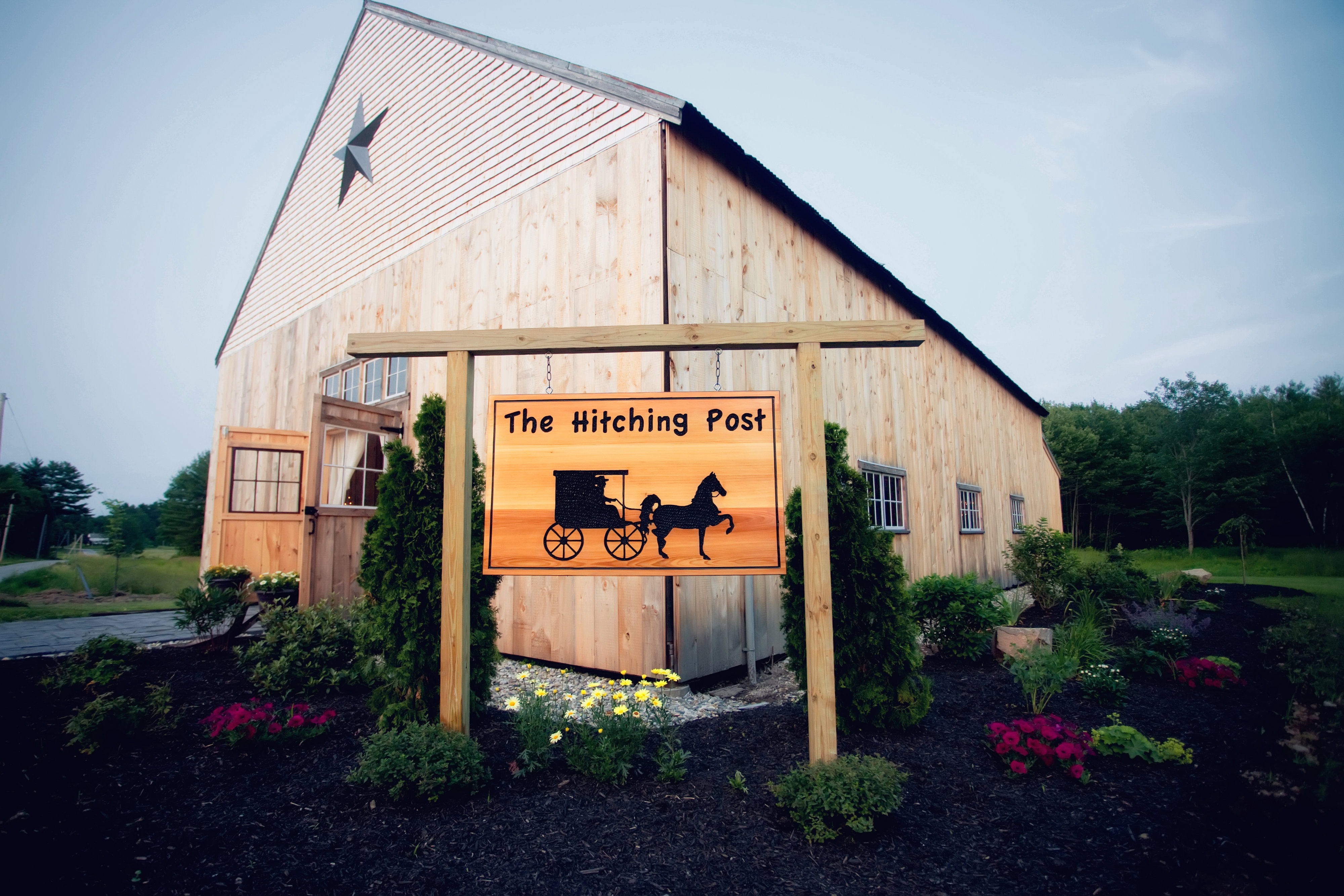 Hitching Post Of Maine Dayton Me Rustic Wedding Guide