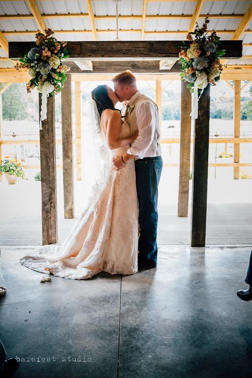 Barn At Rush Creek Sugar Grove Oh Rustic Wedding Guide